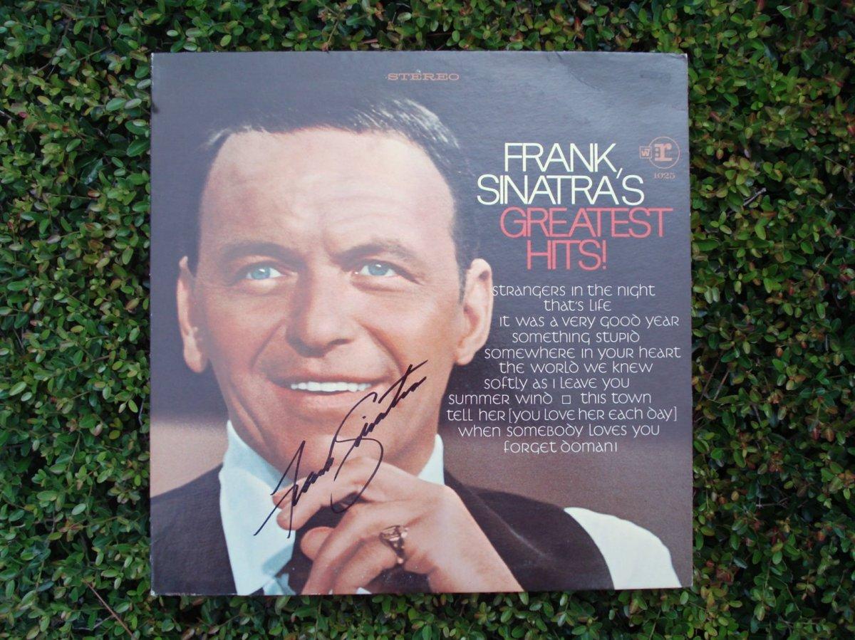 http://aziomedia.files.wordpress.com/2008/08/frank-sinatra-autographed-album.jpg?w=1200