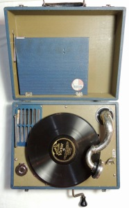 Silvertone hand-crank gramophone - record player - turntable